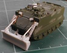 MR-87013 Räumschild für M113